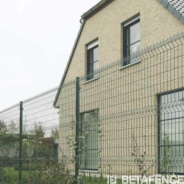 Bekafor Classic : la référence qualité des clôtures résidentielles.Panneaux de clôture garantis 10 ans.Disponibles en deux coloris, vert et gris anthracite.