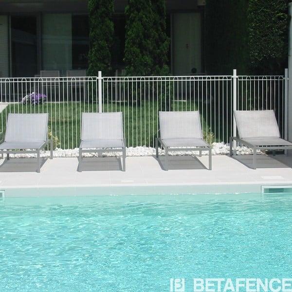 Notre clôture pour piscine Bekazur 2D (panneaux, poteaux, accessoires) est conforme à la norme NF P 90 306. C'est la solution idéale pour toutes les piscines privatives. Disponible en blanc uniquement.