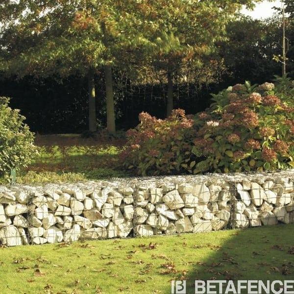 Votre Kit Gabions vous permettra de réaliser un ensemble architectural élégant, une retenue de terre, une table.... Laissez courir votre imagination, et créez un jardin unique.